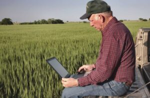 iStock_farmer-and-laptop_0